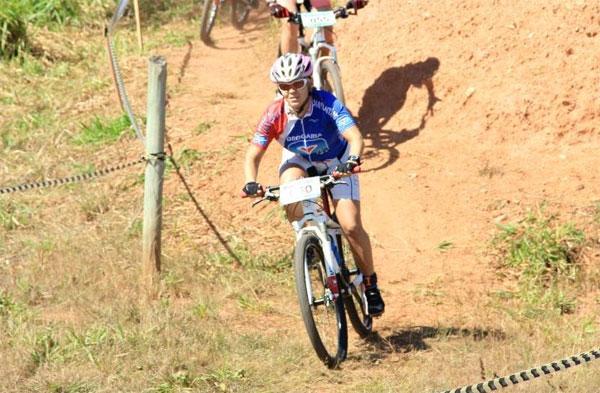 Paula Lucizane vence o Campeonato Goiano de Mountain Bike