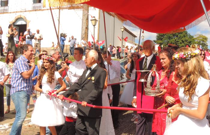 A coroação - Agita Pirenópolis
