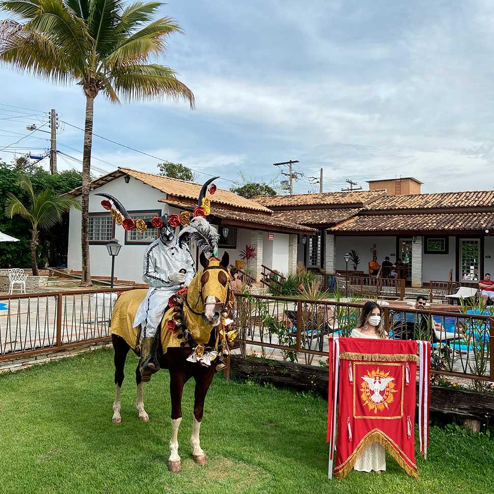 Villaê Pousada faz homenagem às Cavalhadas de Pirenópolis